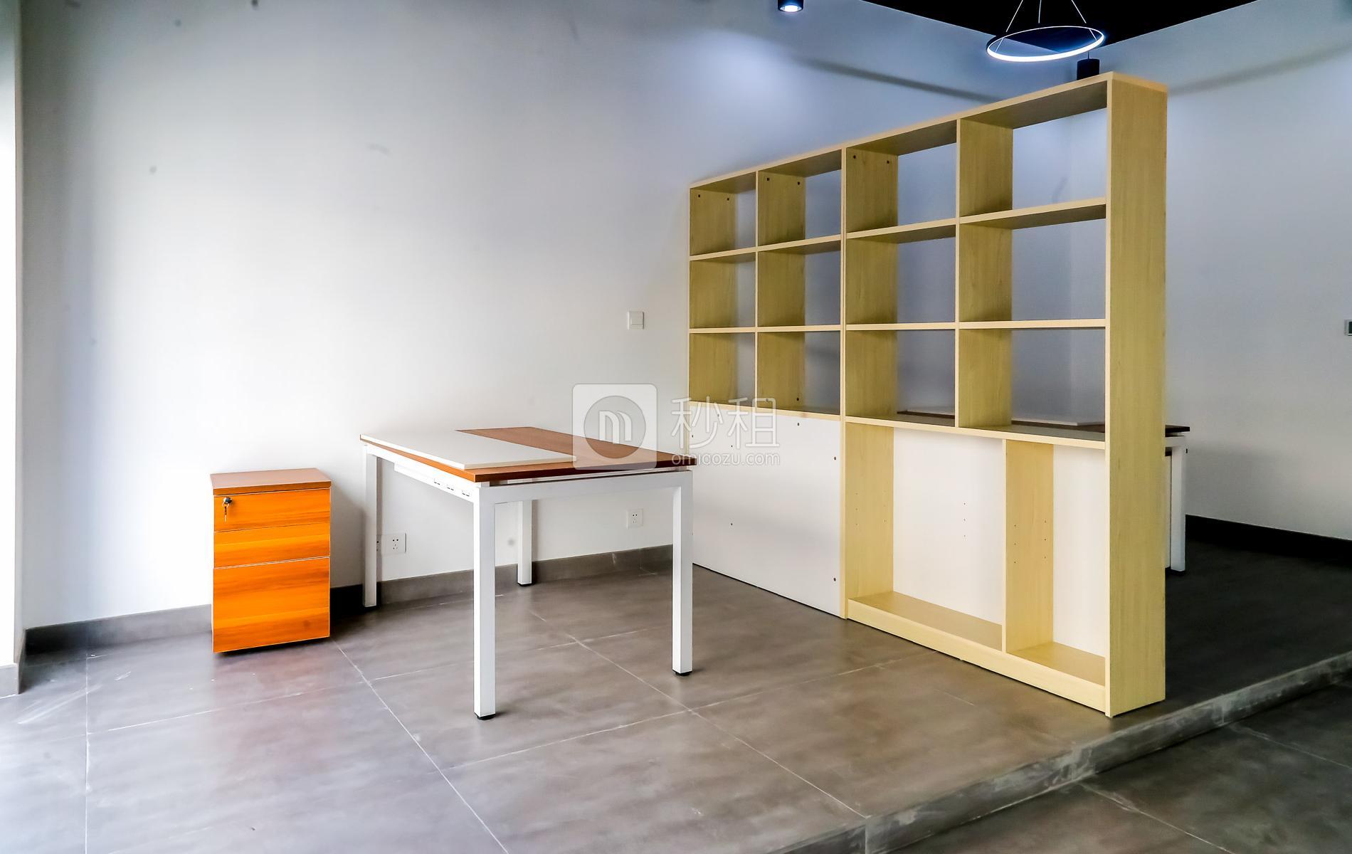 硅谷大院写字楼出租88平米精装办公室15800元/间.月