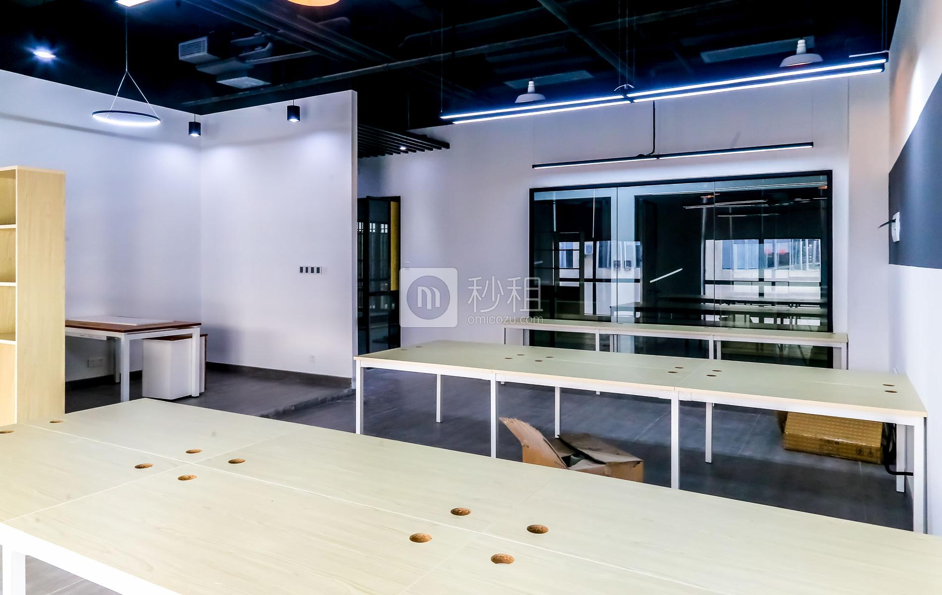 硅谷大院写字楼出租55平米精装办公室10800元/间.月