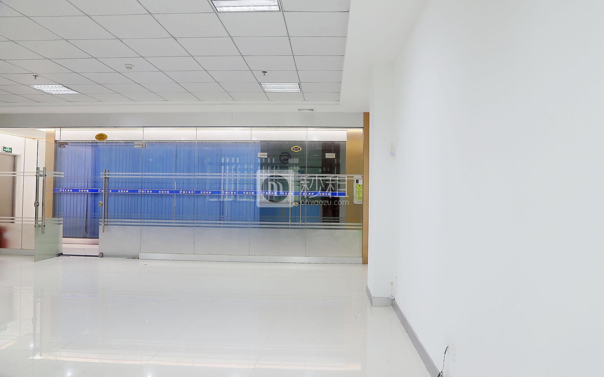 港之龙商务中心写字楼出租113平米简装办公室64元/m².月