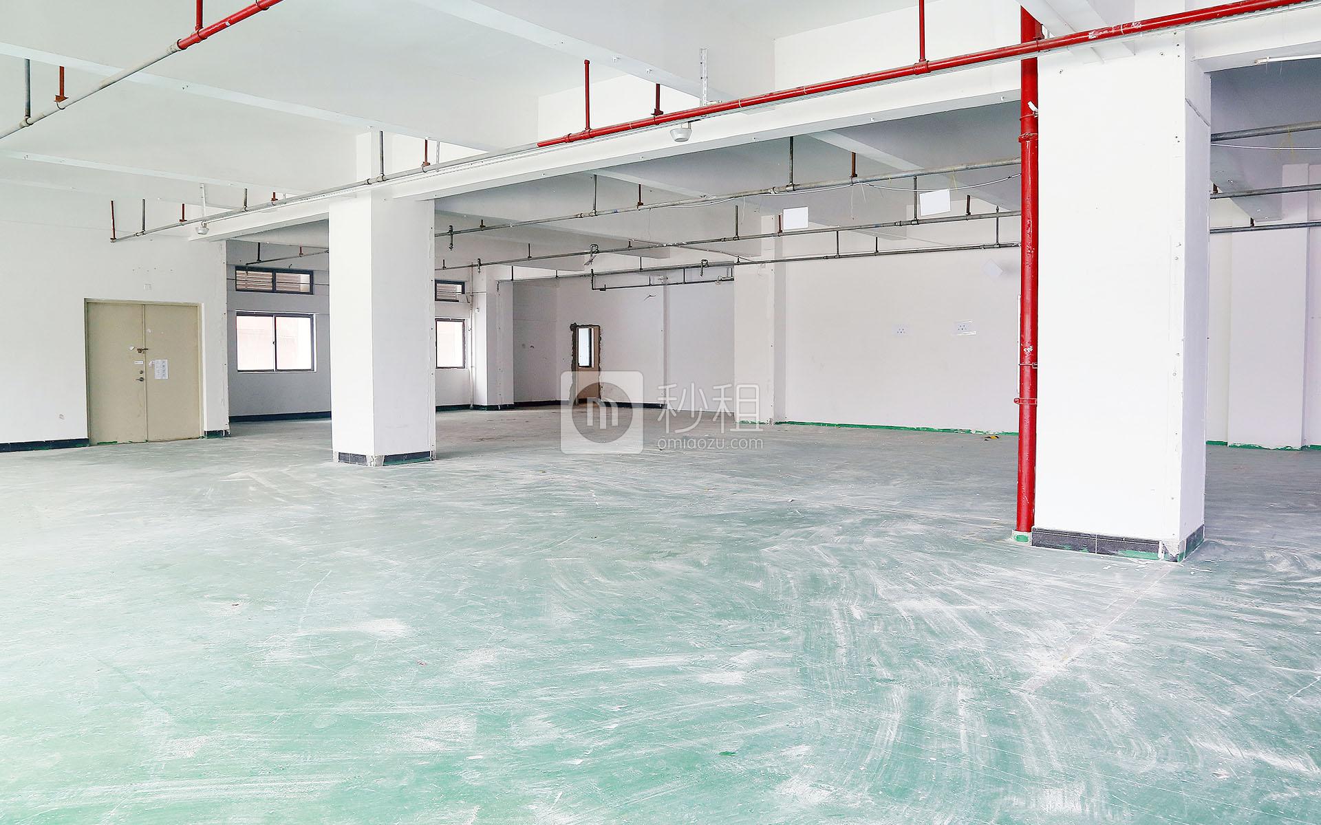 港之龙商务中心写字楼出租896平米毛坯办公室64元/m².月